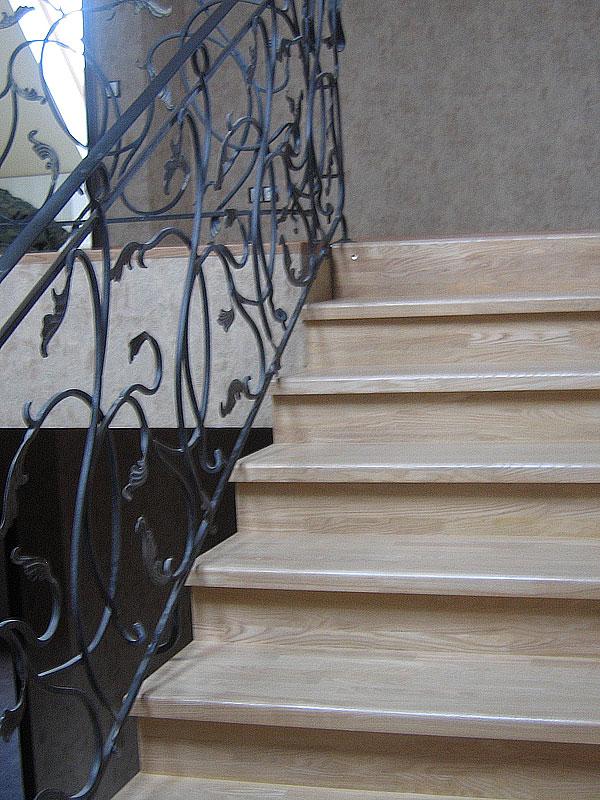 Отделки бетонных лестниц деревом