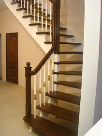 Деревянная лестница двухмаршевая дубовая для дома