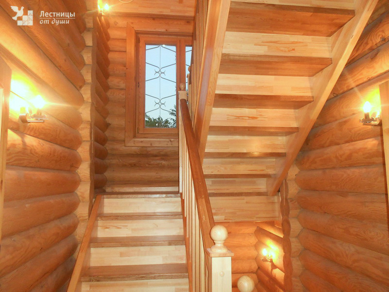 Деревянная лестница для дачи и дома из сосны