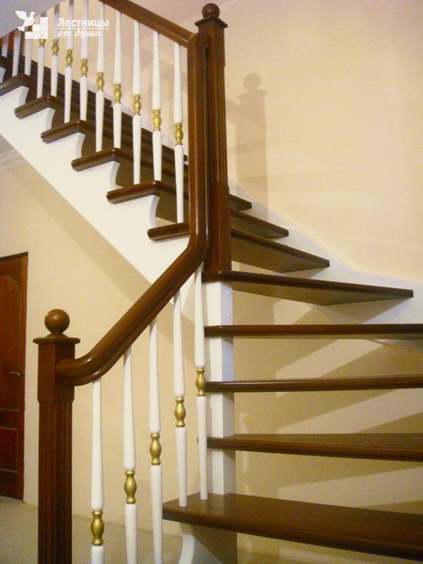 Балясины, ступени, лестницы из бука, дуба и ясеня купить в
