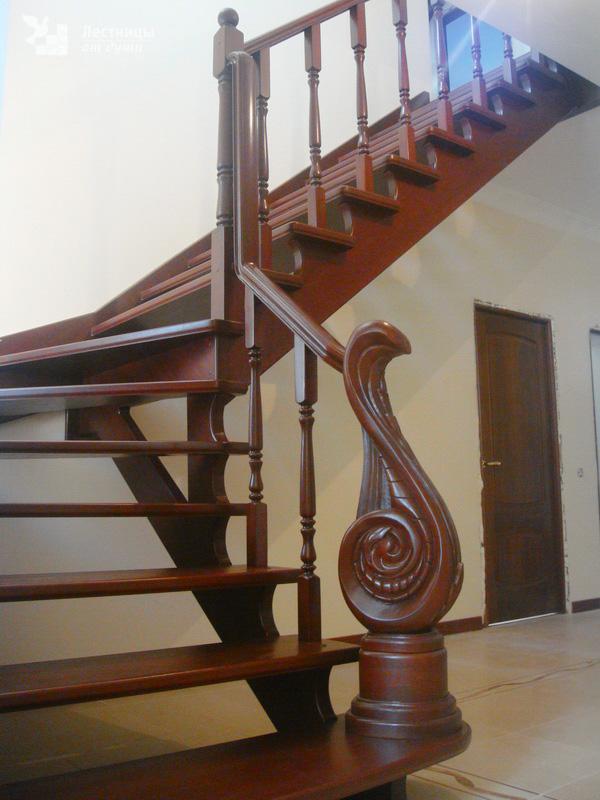 Дубовая лестница на косоурах