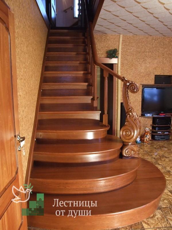 Лестница из дуба с подсветкой ступеней