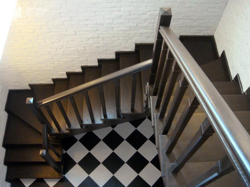 Лестница из ясеня с поворотом 180 трехмаршевая