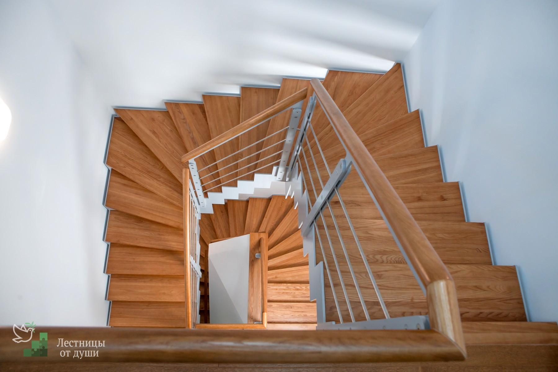 Лестница на 180 с забежными ступенями