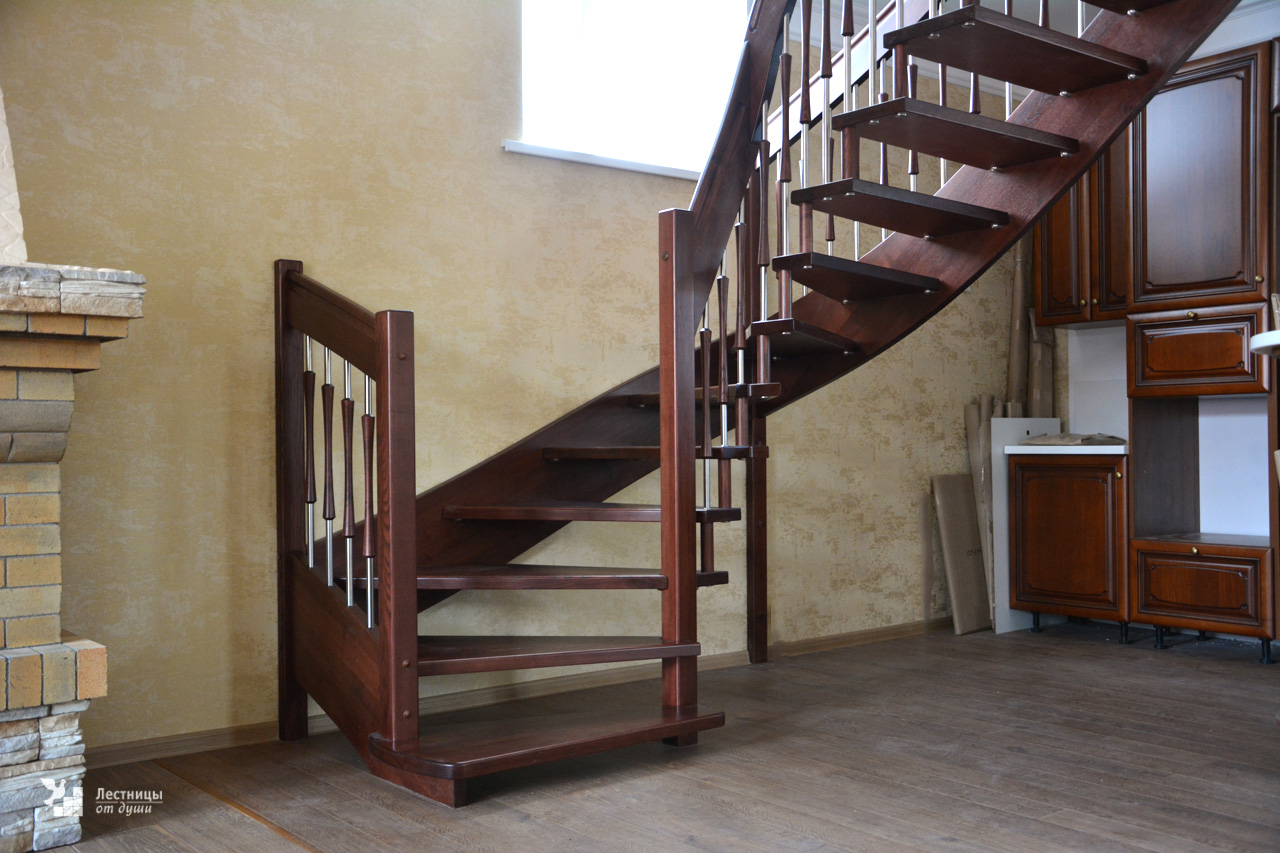 Лестница на больцах доп. ограждение на старте слева