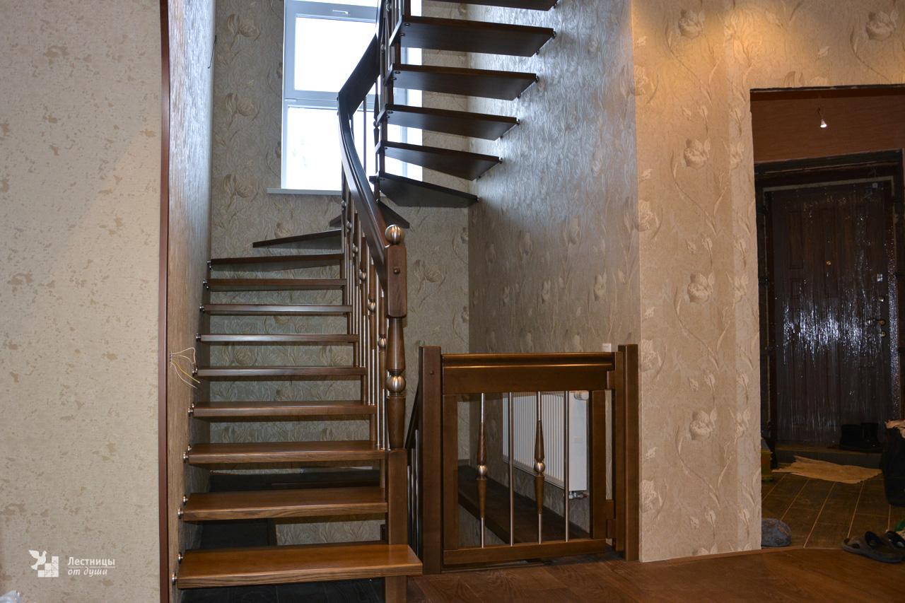Лестница на больцах с калиткой