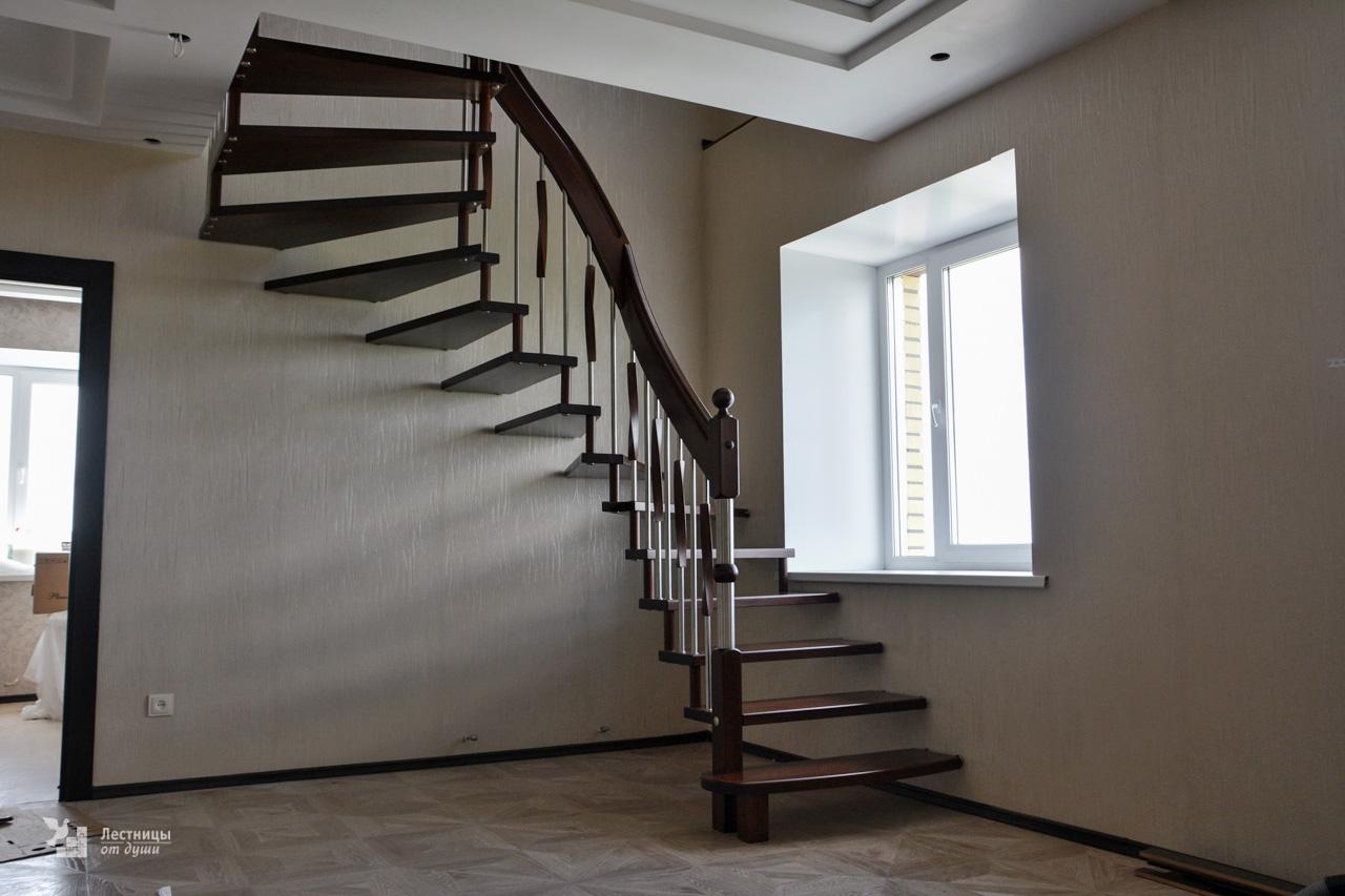 Лестница на больцах в небольшом пространстве