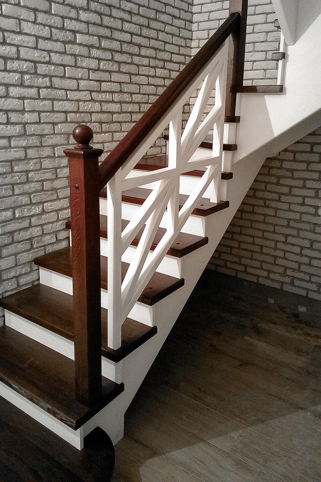 Лестница с крестообразным ограждением