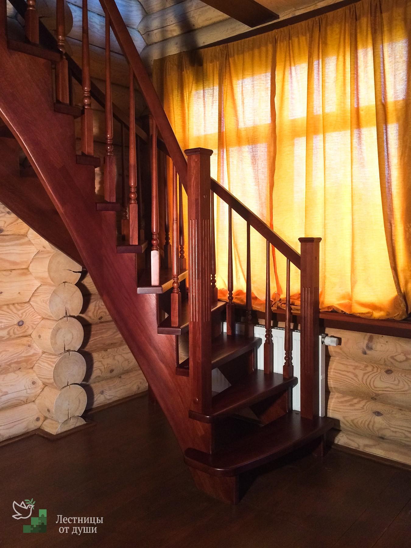 Забежная лестница поворотная с двухсторонним ограждением