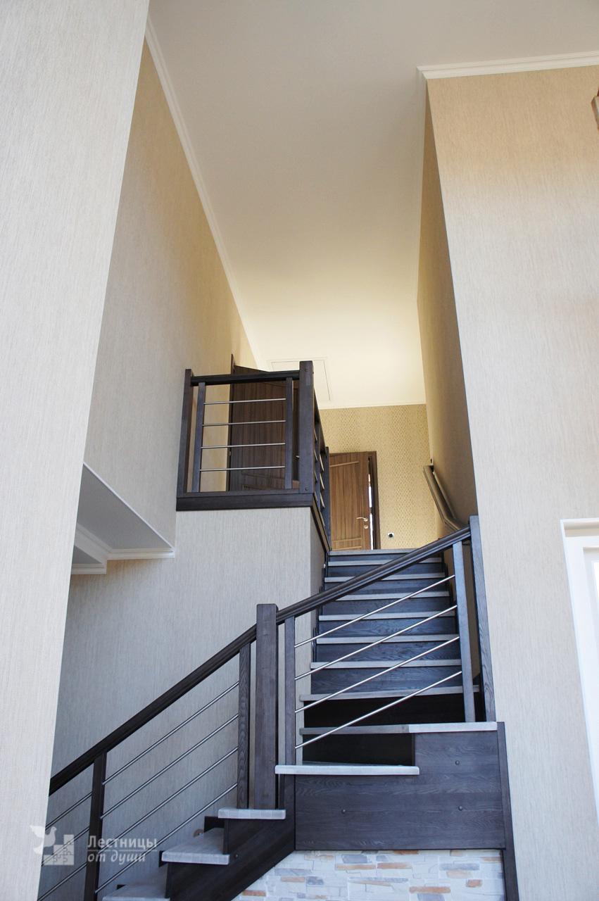 Лестница дубовая двухцветная с патиной