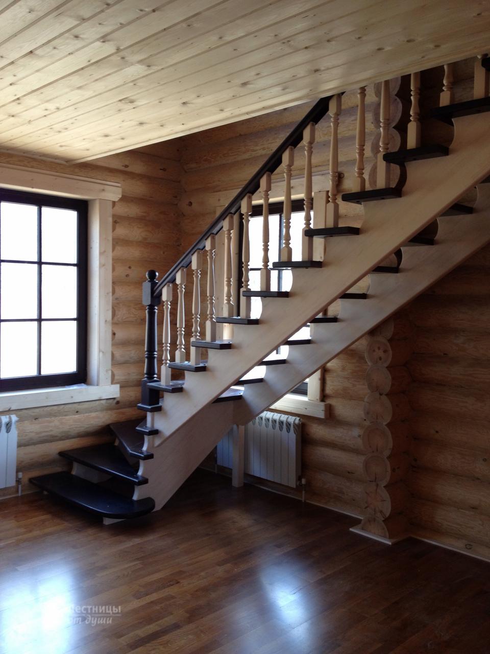 Комбинированная лестница для деревянного дома