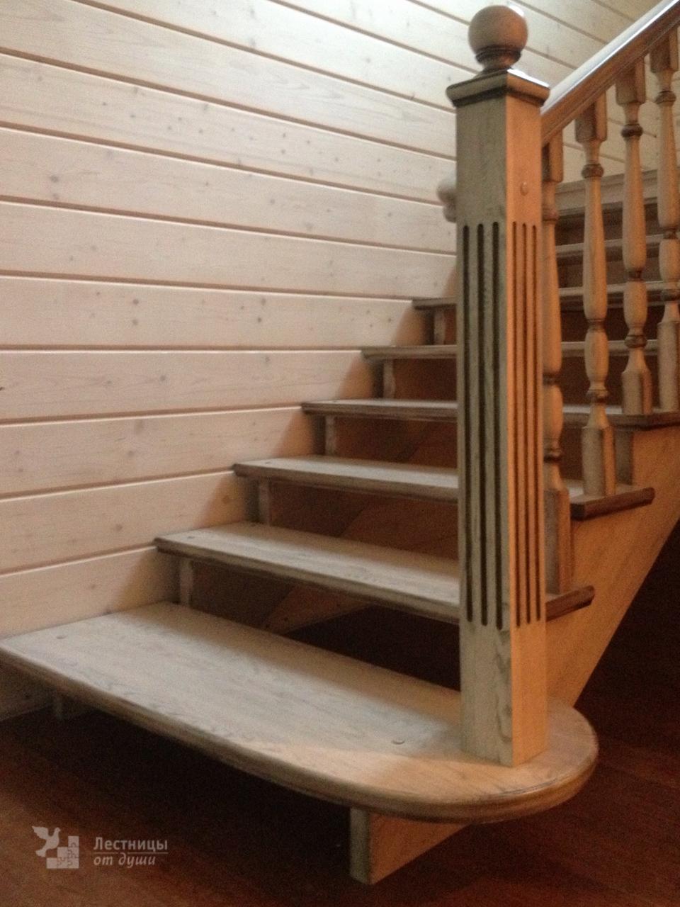 Деревянная лестница с патиной в стиле прованс