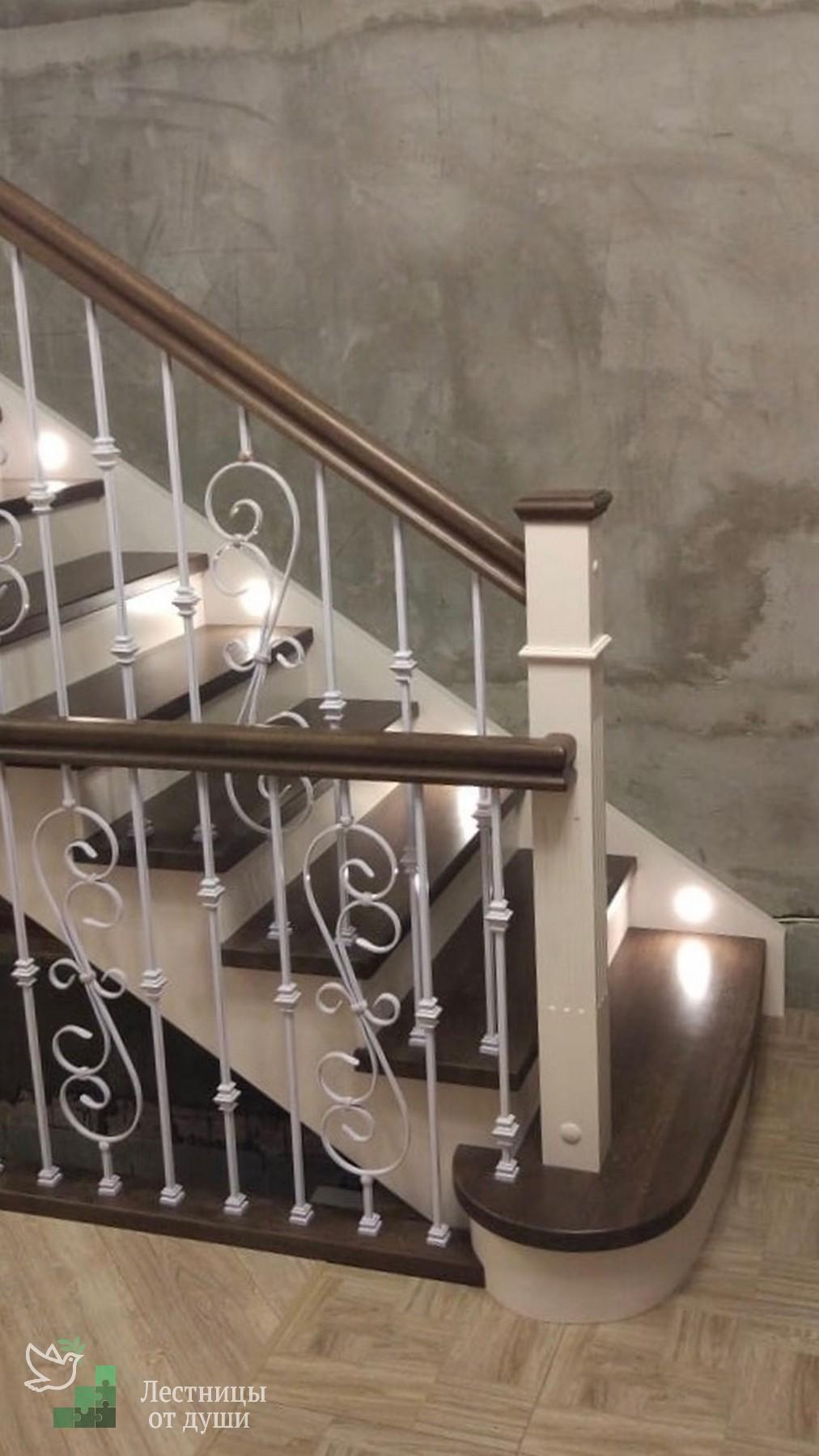 Классическая лестница с подсветкой