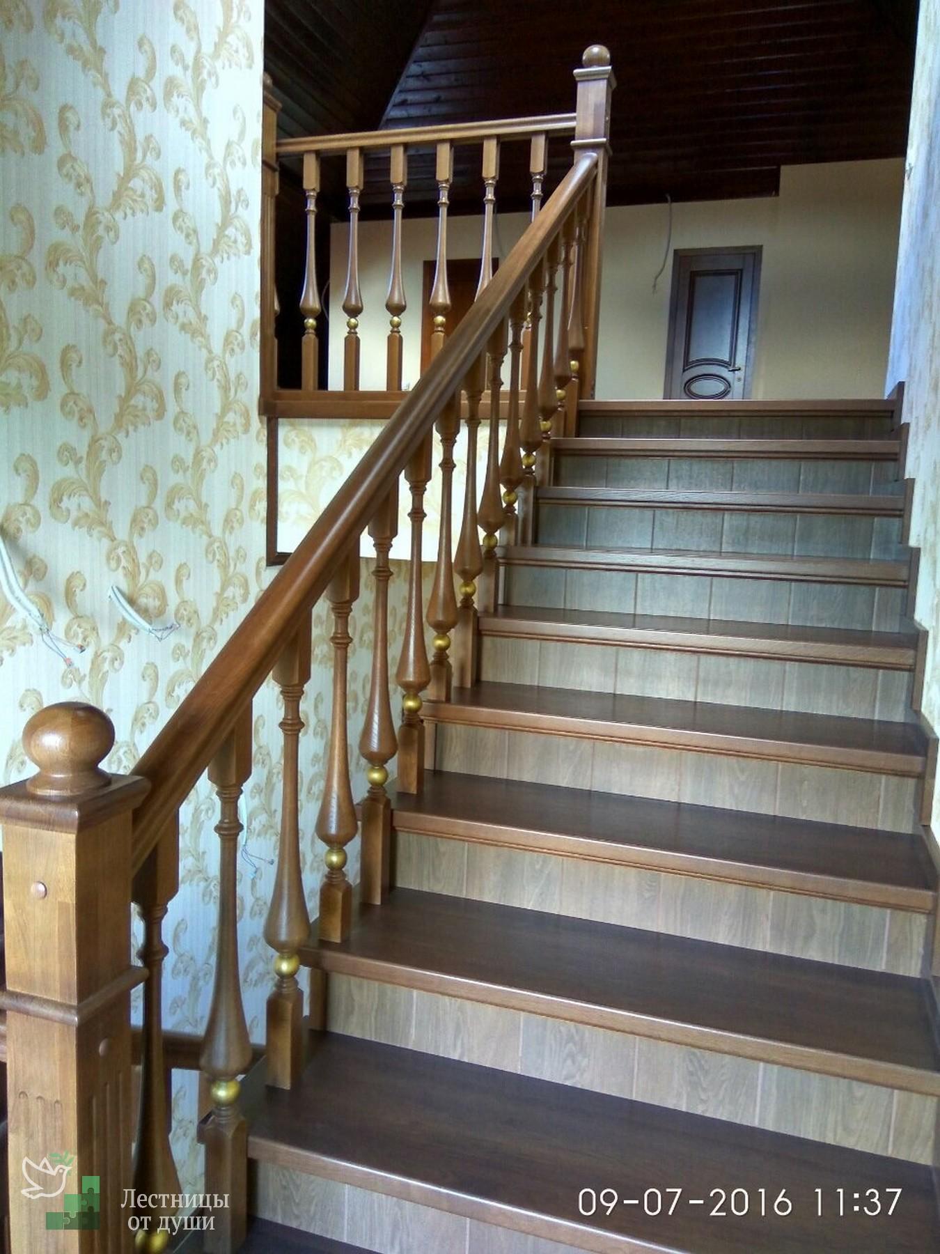Лестница с забежными ступенями Г-образная