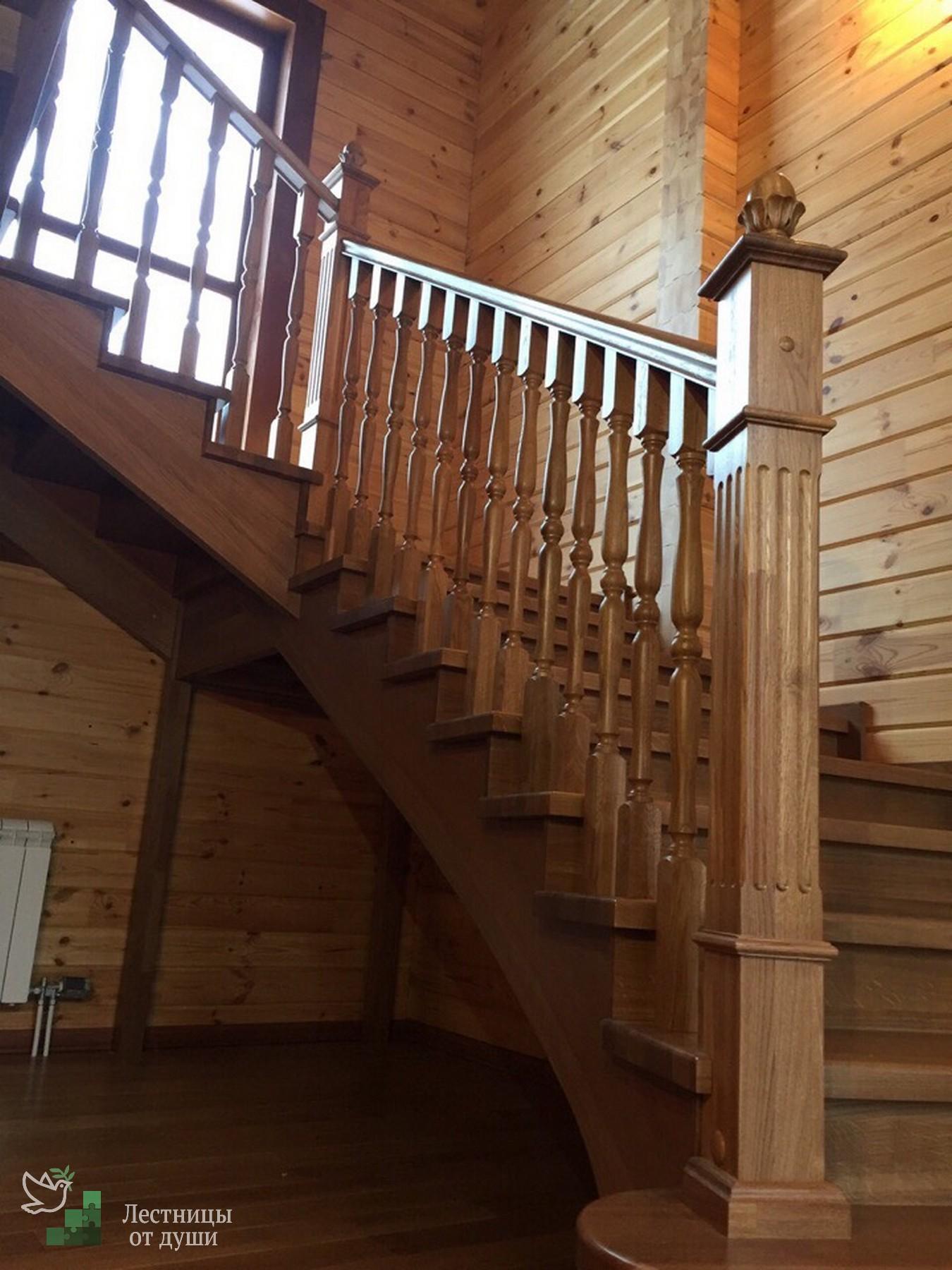 Лестница из дуба в классическом стиле