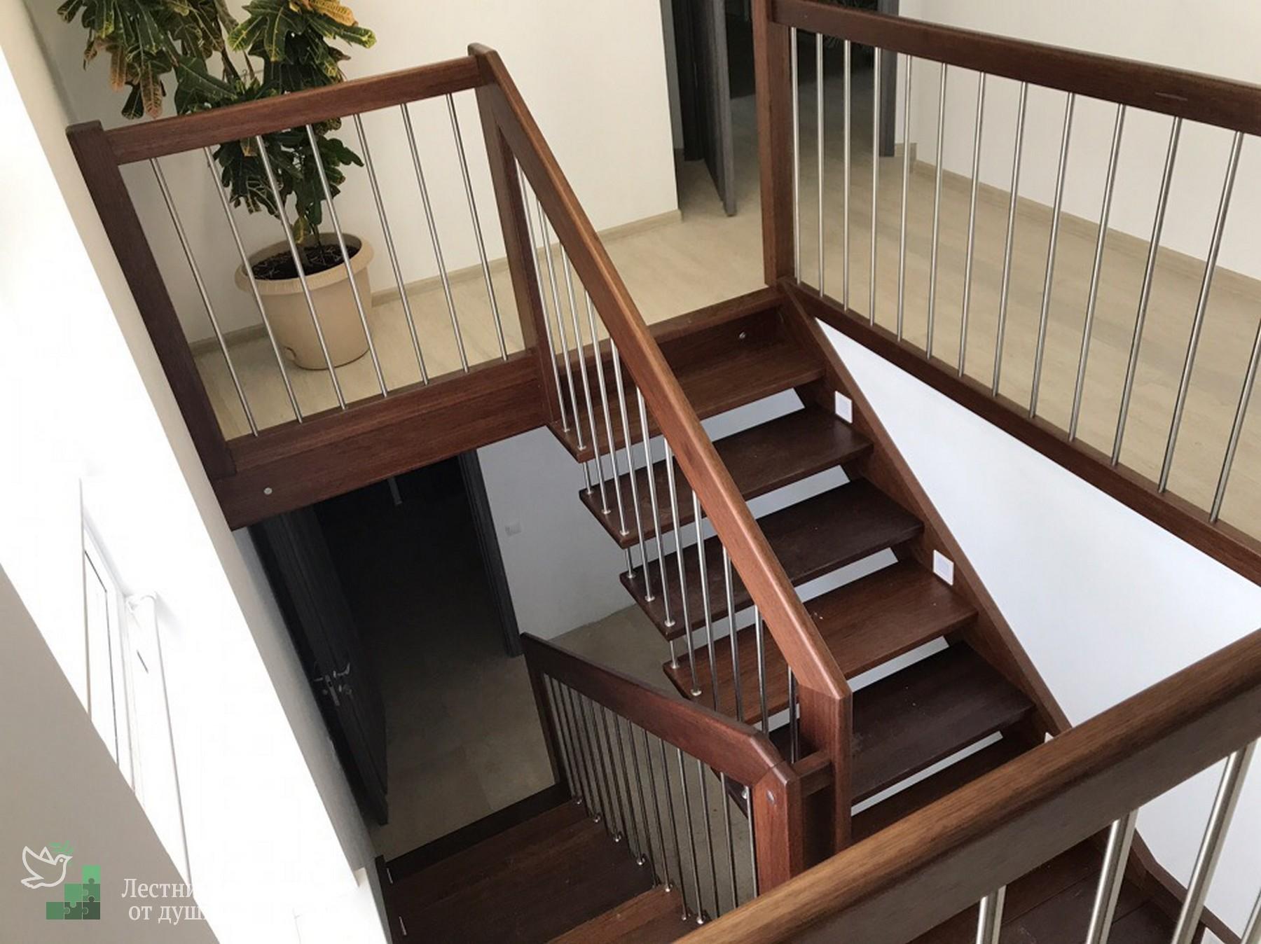 Красивая и дешёвая лестница из сосны