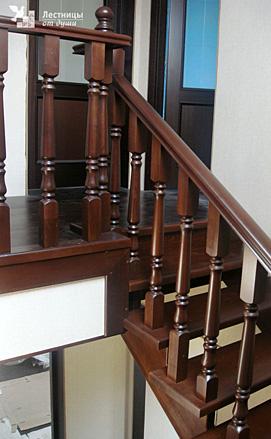 Лестница с поворотом на 180 градусов из лиственницы