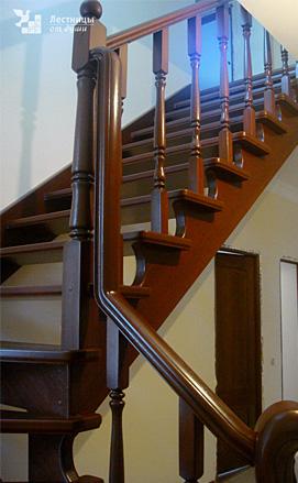 Лестница из дуба с поворотом на 90 двухмаршевая