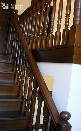 Классическая дубовая лестница