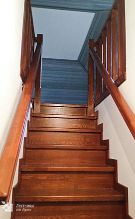 Поворотная лестница из ясеня