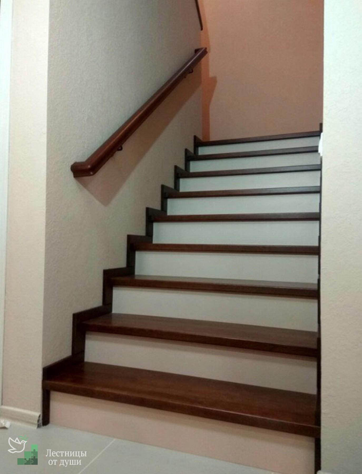 Разворотная лестница в деревянном каркасном доме
