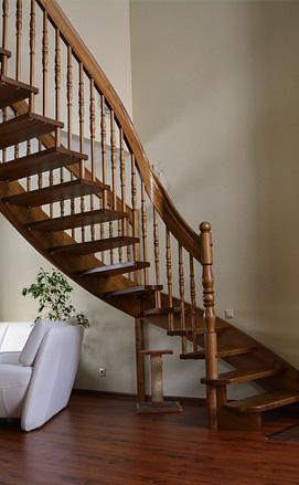 Лестница из ясеня на больцах классическая