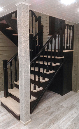 Лестница с обустройством подлестничного пространства