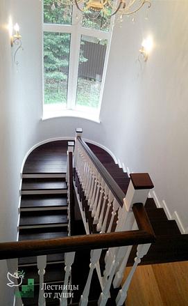 Облицовка бетонной лестницы в американском стиле