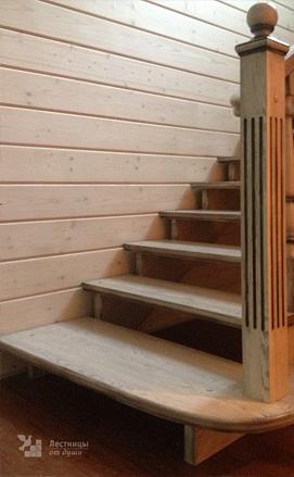 Лестница в стиле прованс из ясеня с патиной