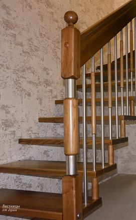 Лестница на больцах с разворотом на 180