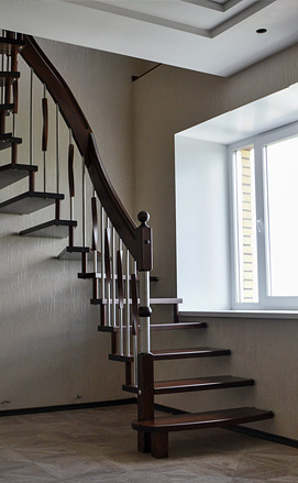 Современная лестница из ясеня