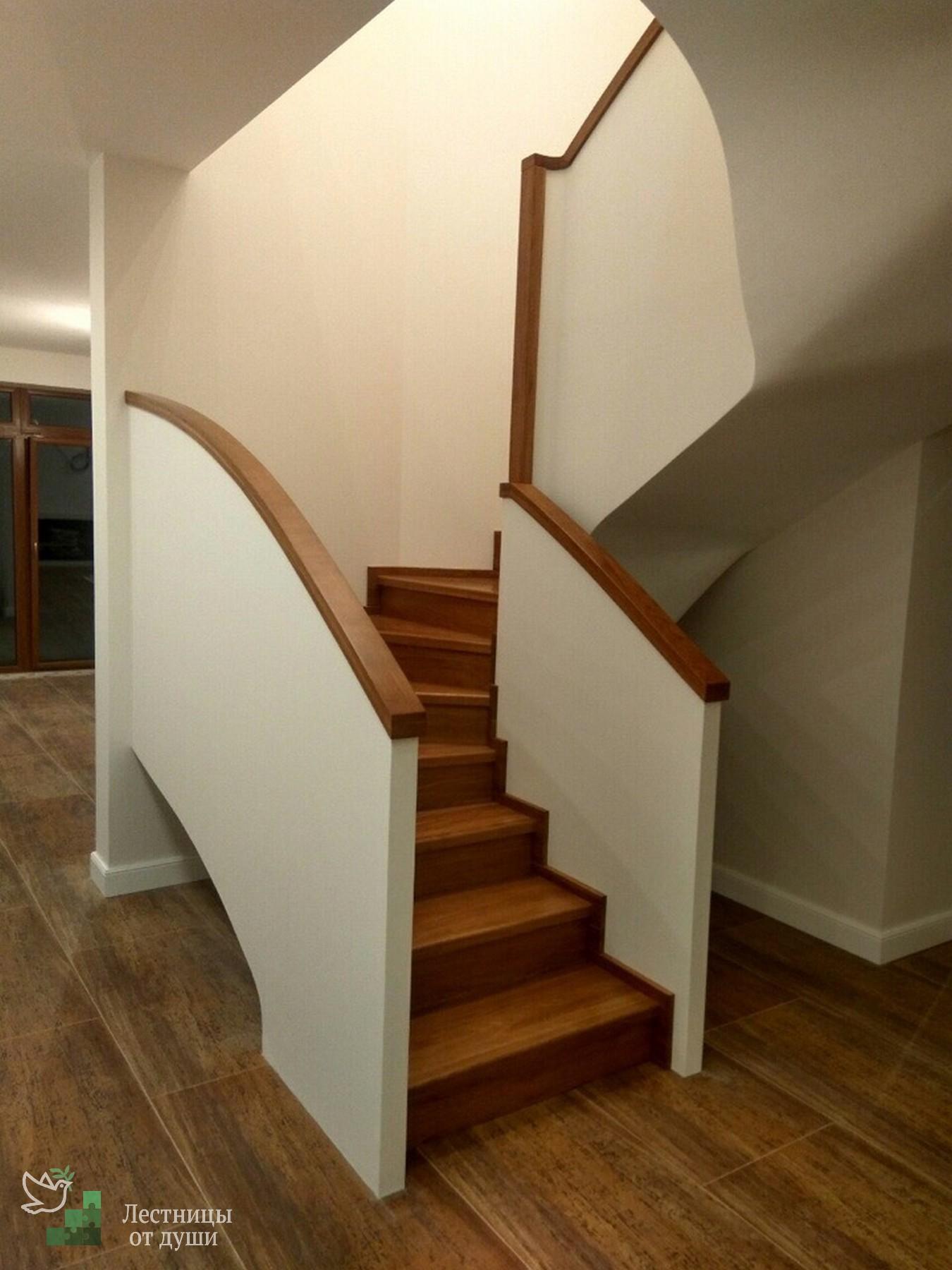 Современная лестница на бетонном каркасе