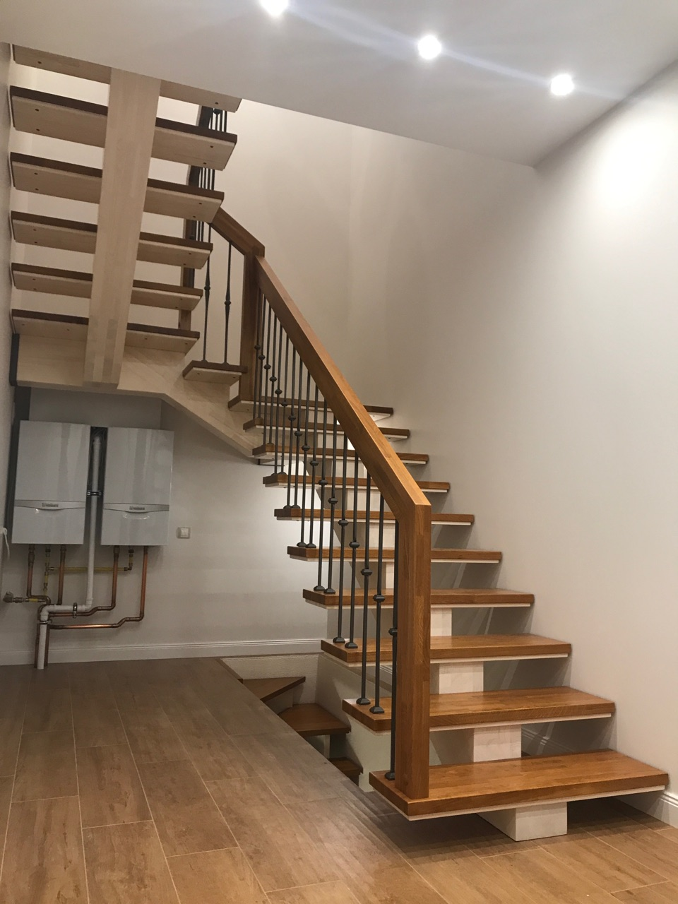 Разворотная лестница с двумя площадками