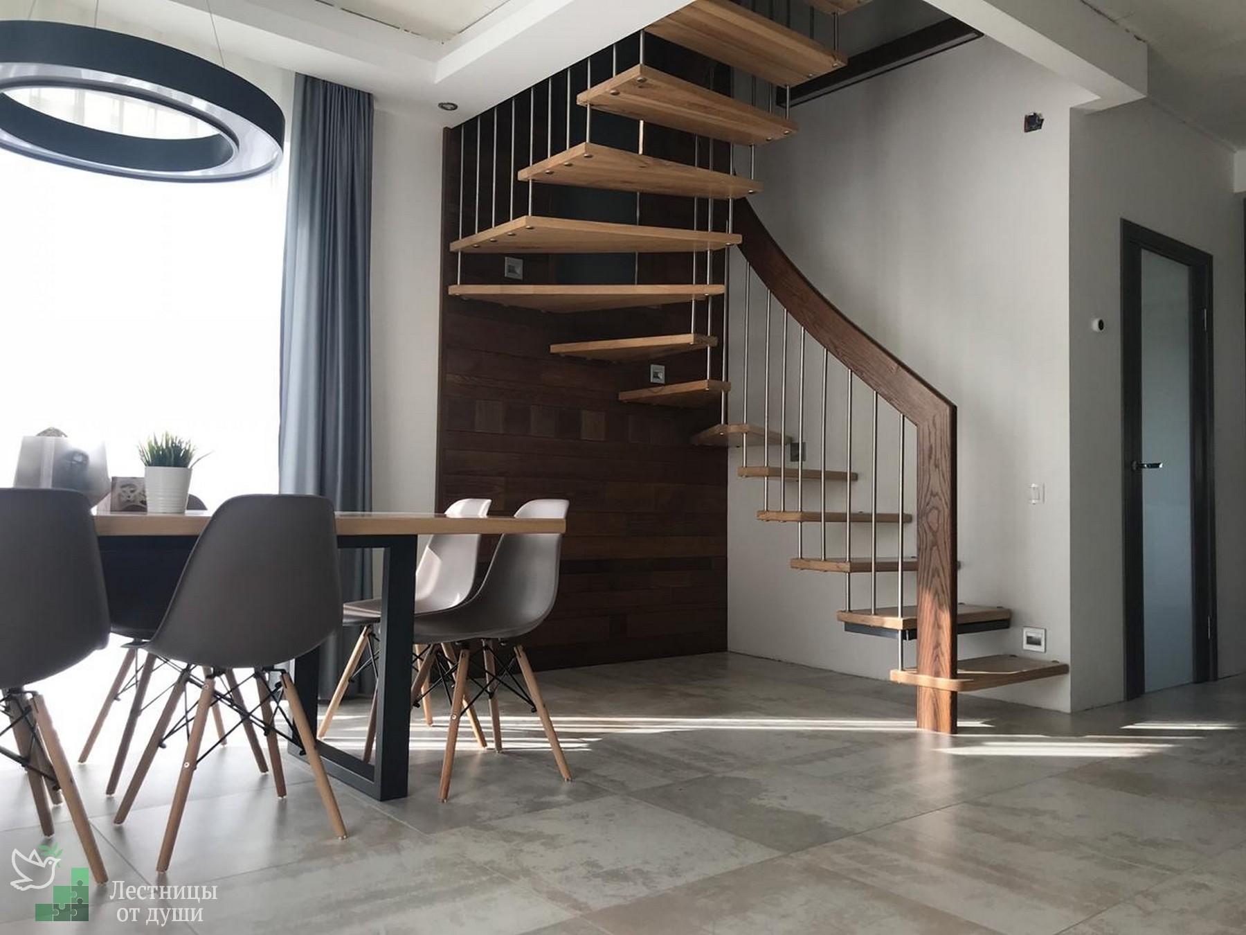 Лестница на 180 градусов с поворотными ступенями