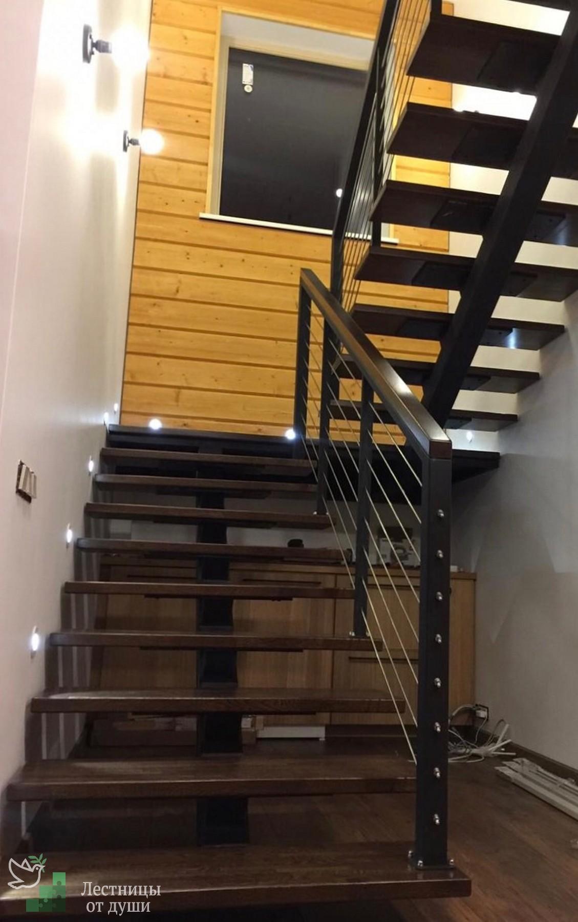Лестница с площадкой из дуба