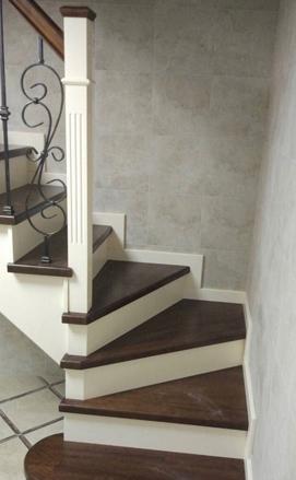 Деревянная лестница с ковкой