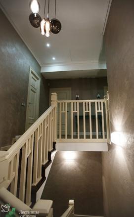 Разворотная лестница на бетонном основании