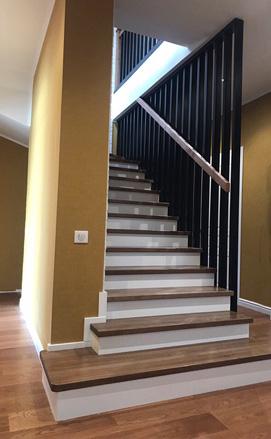 Современная лестница на второй этаж из ясеня на заказ, цена
